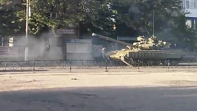 tank, údajně Ruský, v Doněcku