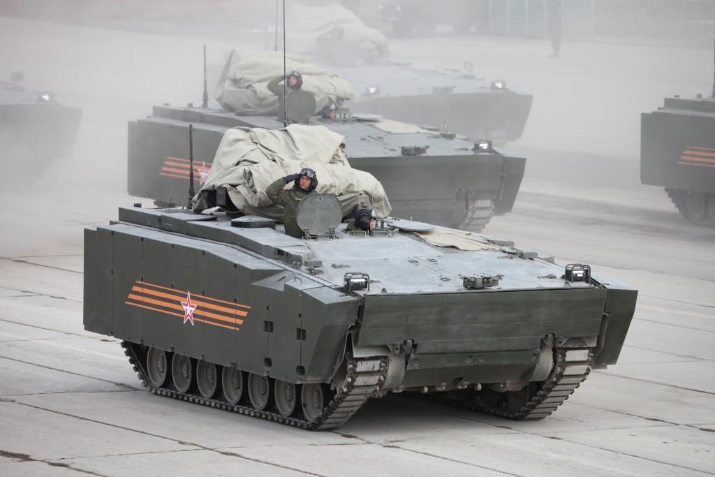 Obrněný transportér objekt 693 na střední jednotné pásové platformě Kurganets-25