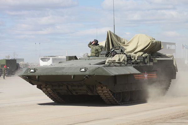Těžké bojové vozidlo pěchoty T-15 objekt 149 na těžké jednotné pásové platformě Armata