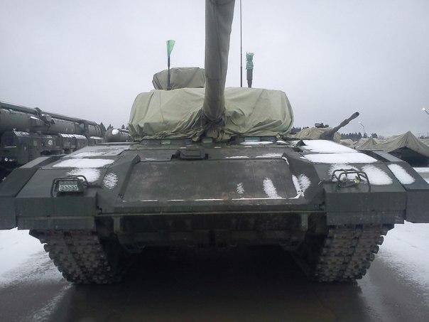 Tank Armata zepředu